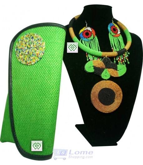 Collier en perle avec nœud, médaille, boucle d'oreille et un sac