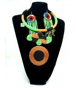 Collier en perle avec nœud, médaille et boucle d'oreille