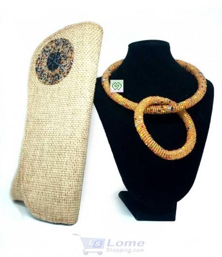 Collier en perle avec bracelet et un sac