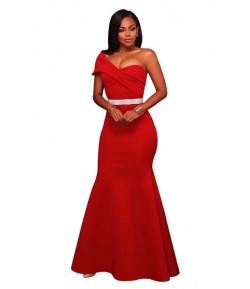 Robe rouge d'une épaule unique